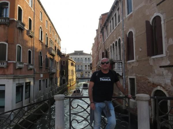 Nuestro amigo Vicente disfrutando de la ciudad de los canales, Italia, octubre 2018