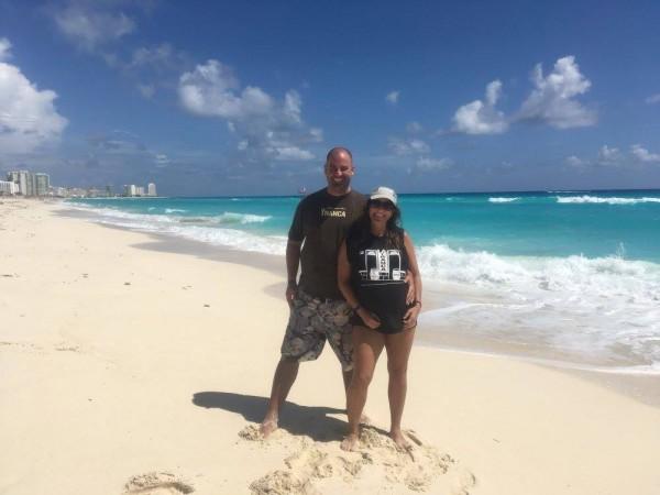Ezequiel y Gabriela descansando en Cancún, Oct2017