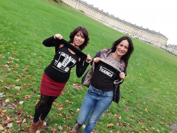 Ana y Chiri dando un paseo por Bath, octubre 2018