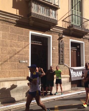 Ezequiel animando a Juan runner trancons@ a su paso por La Tranca