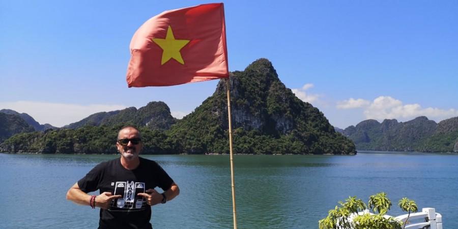 Antonio disfrutando de Bahía Halong , Vietnam. Sept 2019